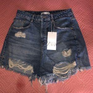 ZARA mid-rise Jean shorts